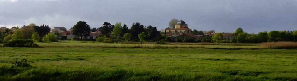 Marais avec le Bourg de Saint Vincent sur Jard